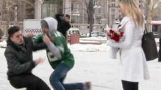 Pareja sufre el 'robo' del anillo en plena propuesta de matrimonio