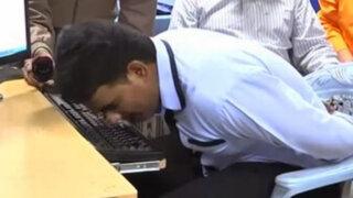 Hombre hindú obtiene el Guinness por tipear con su nariz en tiempo récord