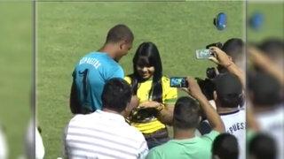 VIDEO: portero del club Parrillas One pidió matrimonio a su novia antes de jugar