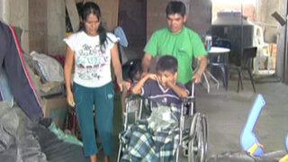 Urgente ayuda necesita niño que quedó parapléjico tras caer de camión