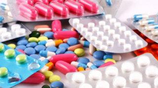 Jaime Delgado advierte que clínicas elevan precios de medicinas hasta en 2000%