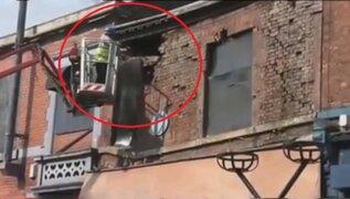 """VIDEO: experto provoca derrumbe de edificio que debía """"salvar"""""""