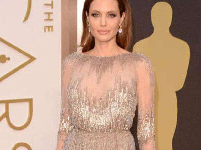 Angelina Jolie lució sus nuevos y bien formados senos en la gala de los Óscar 2014