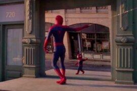 Travesuras del 'Bebé Spiderman' causan sensación en las redes sociales