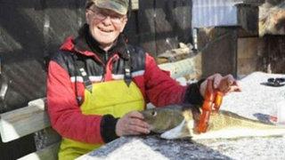 Insólito: pescador encuentra un consolador en el vientre de un bacalao