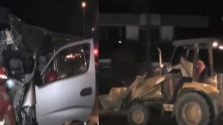 Choque entre retroexcavadora y combi deja doce policías heridos en Chosica