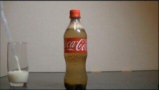 VIDEO: esto es lo que sucede cuando mezclamos leche con Coca Cola