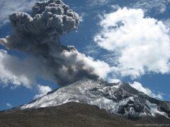 Moquegua: captan impresionantes imágenes de explosión del volcán Ubinas