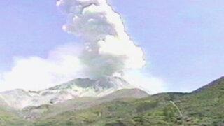 VIDEO: Impactantes imágenes de continuas explosiones del volcán Ubinas