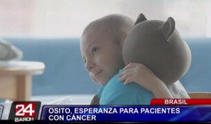 Desarrollan oso de peluche que da mensajes de aliento a niños con cáncer