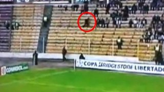 Impactante video de un 'hincha fantasma' en partido de la Copa Libertadores