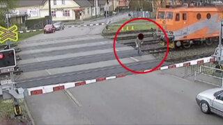 VIDEO: hombre se salvó de morir arrollado por un tren en República Checa