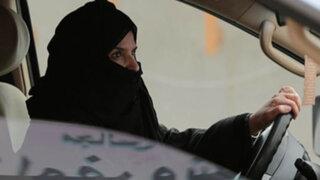 Justicia saudí ordena que mujer reciba 150 latigazos por conducir auto