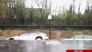 Impactante: socavón se tragó varios vehículos en Estados Unidos