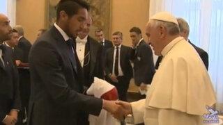 Papa Francisco recibió la camiseta de Perú de manos de Juan Vargas