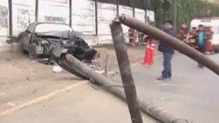 Aparatoso choque vehicular derribó un poste en la Costa Verde