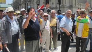 Experto en AFP explica cómo sería un correcto reparto de aportes a jubilados