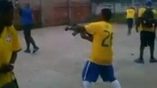 Brasil: hinchas de equipo de fútbol celebran gol con disparos de fusil
