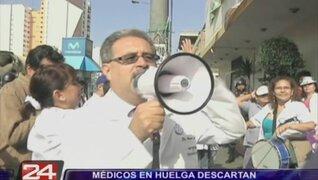 Médicos amenazan con radicalizar huelga, aunque descartan entregar hospitales