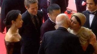 Piden azotar actriz iraní por saludar con beso a presidente del Festival de Cannes