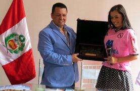 Callao: alcalde Juan Sotomayor regaló joya de oro a Larissa Riquelme
