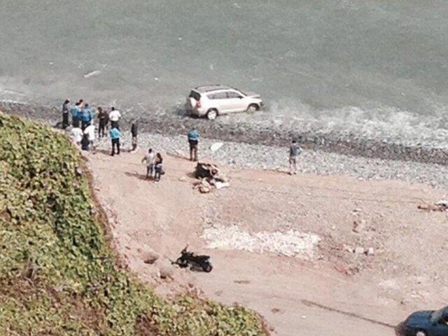 Camioneta cayó al mar tras chocar contra automóvil en la Costa Verde