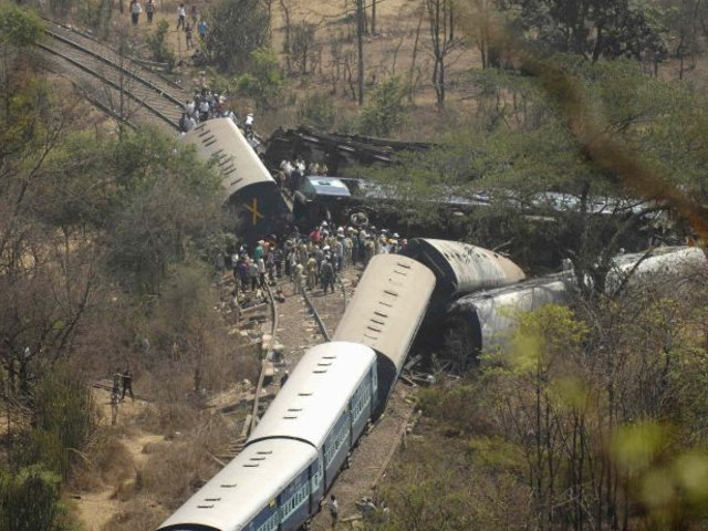 India: al menos 19 personas murieron tras descarrilamiento de tren