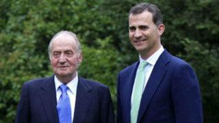 Rey de España Juan Carlos abdicó en favor de su hijo Felipe de Borbón