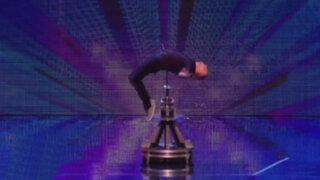 """VIDEO: Mago sorprende en """"Britain's Got Talent"""" al ser atravesado por una espada"""