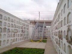 Explican por qué instalaron polémica escalera en cementerio Presbítero Maestro