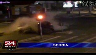 Serbia: espectacular choque entre dos autos deja un muerto y dos heridos graves