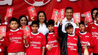 Opositores de Ley Servir reclamaron a Ollanta Humala durante campaña social