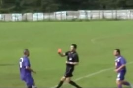 Jugador le rompió la nariz a árbitro que lo expulsó por jugada peligrosa