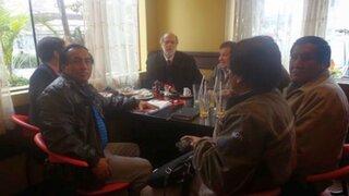 Mineros ilegales piden a Daniel Abugattás someterse a prueba grafotécnica