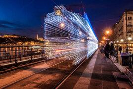 FOTOS: las luces LED que transforman los trenes en máquinas del tiempo