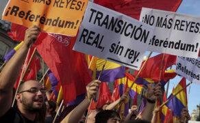 Españoles salen a las calles para protestar contra del rey Felipe VI