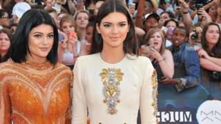 FOTOS: hermana menor de Kim Kardashian se lució sin ropa interior en evento