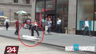 Mira las sorprendentes reacciones de la gente al ver el robo a un mendigo