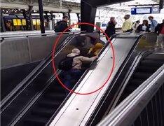 VIDEO: esto ocurre cuando intentas subir por una escalera eléctrica en reversa