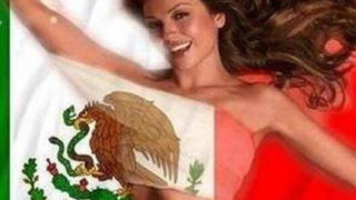 Cantante Thalía causa polémica posando desnuda con la bandera de México