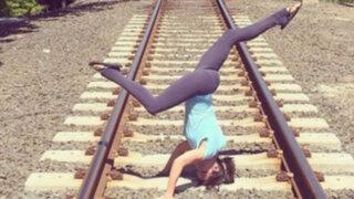 FOTOS: la sexy chica que practica yoga hasta en lugares más inimaginables