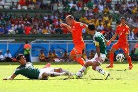 FIFA no castigará a Robben tras admitir 'piscinazo' en el Holanda vs. México