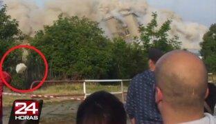 Hombre se salva de sufrir impacto de piedra durante explosión