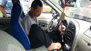 Intervienen a hombre que conducía sin brazos ni brevete en China