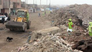 Autoridades del Callao levantan muros en zonas afectadas por fuerte oleaje