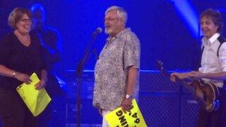 Paul McCartney hizo de Cupido durante su concierto en Estados unidos