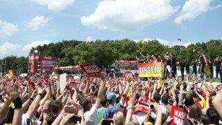 Fiesta germana en Berlín: Alemania ya está en casa con la Copa del Mundo