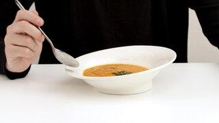 Lorena y Nicolasa: Frieda Holler nos enseña cómo tomar la sopa correctamente
