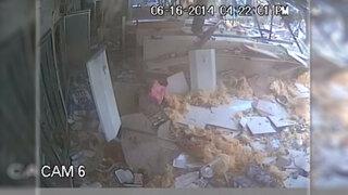 Cámara de seguridad capta como un tornado destruye una tienda en EEUU