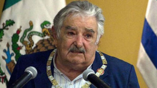 Presidente de Uruguay aseguró que Luis Suárez necesita acudir a un psiquiatra